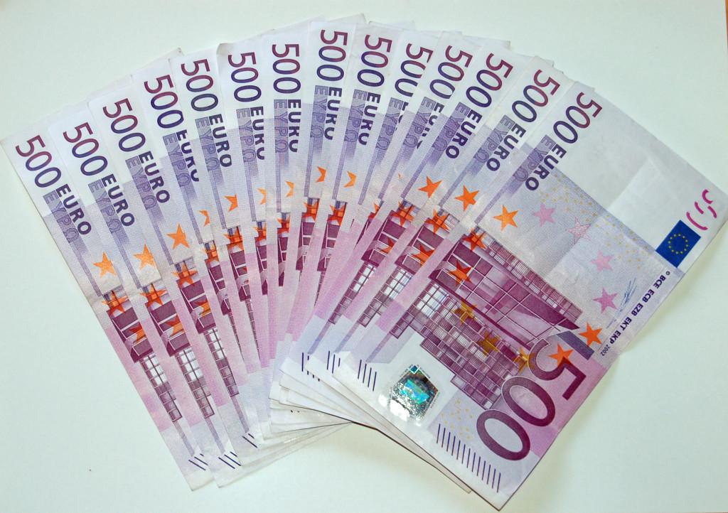 2048px-500_Euro_Banknoten