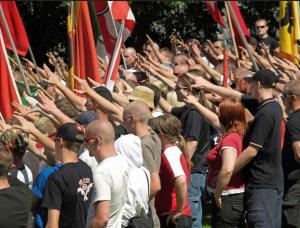 Schweizer Neonazis stören die Feier auf der Rütliwiese, wo 1291 die Schweiz per Schwur gegründet worden sein soll.